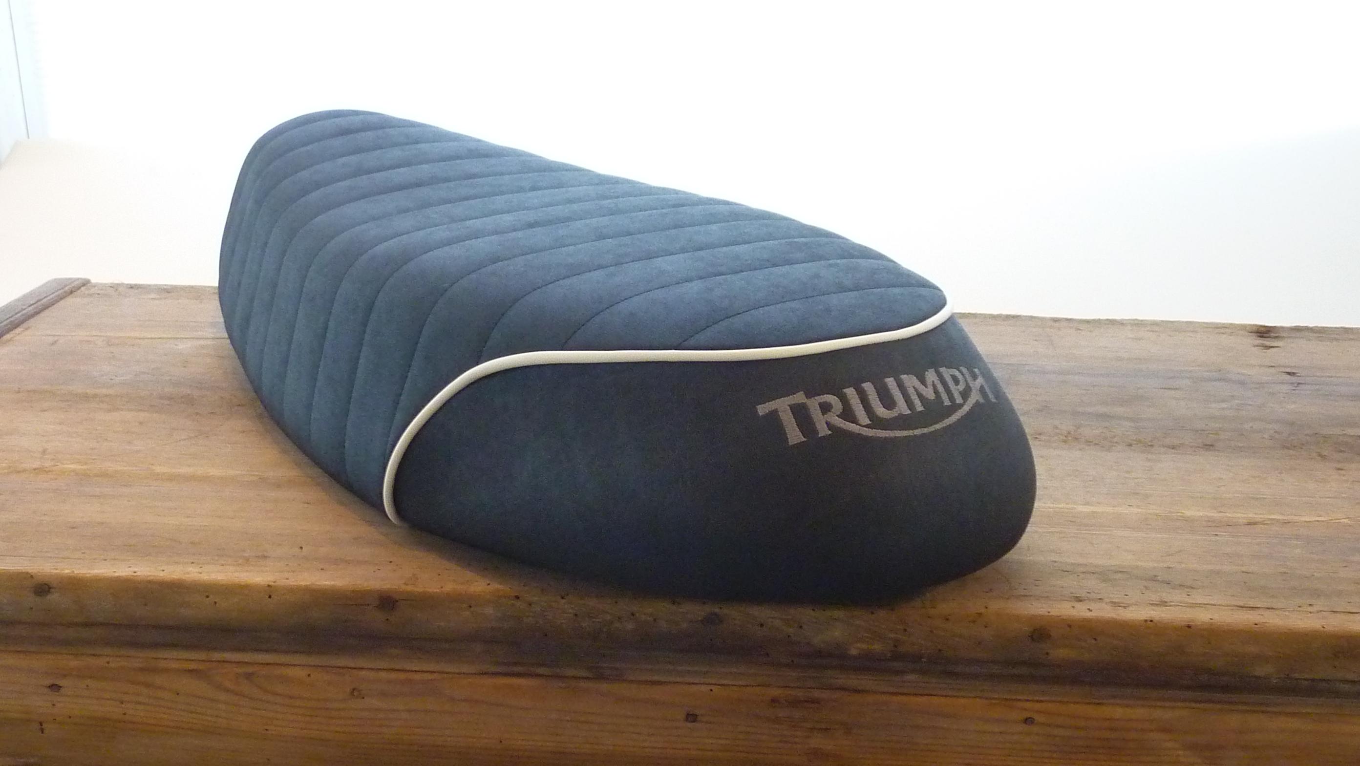 Triumph Sitzbank T120 deutlich aufgepolstert_1