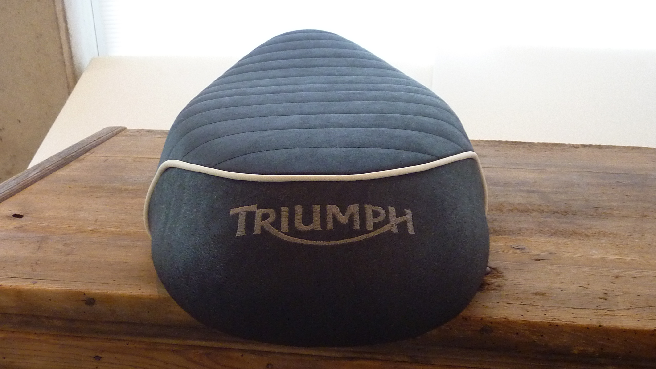 Triumph Sitzbank T120 deutlich aufgepolstert_3